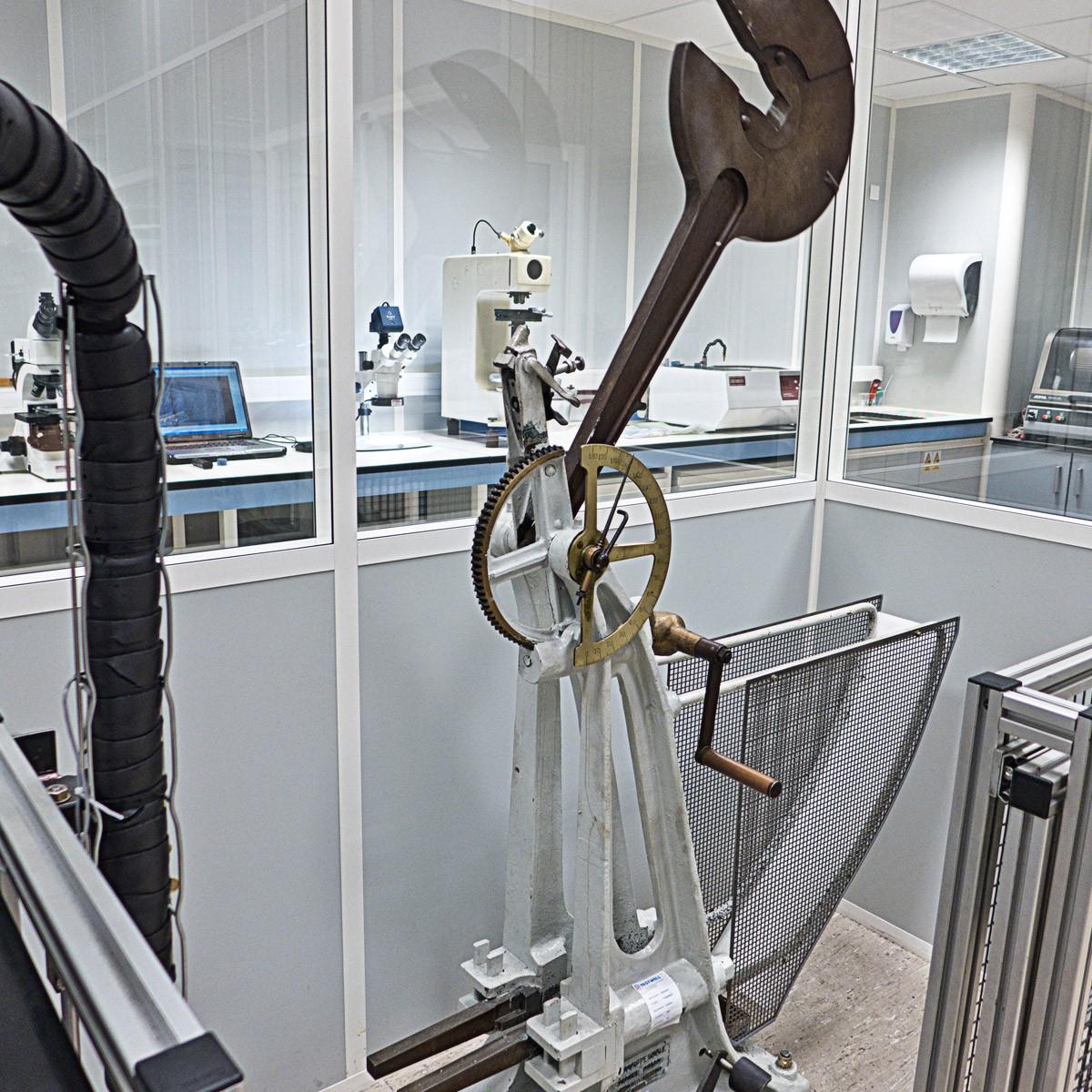Pendulum impact tester Chatillon