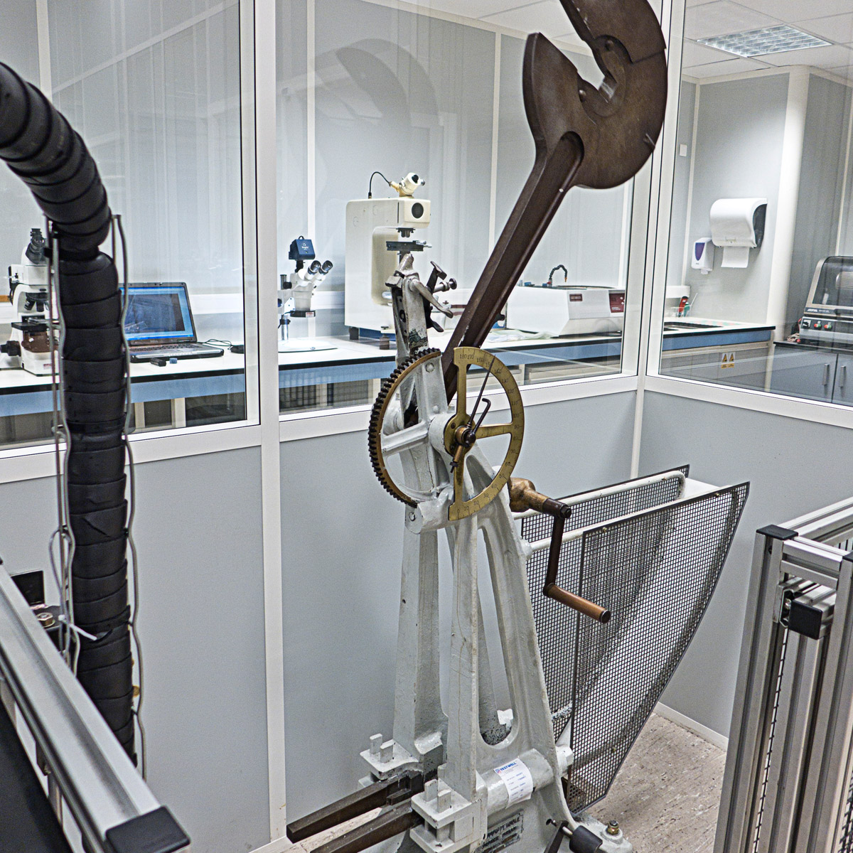 pendulum-impact-tester-chatillon
