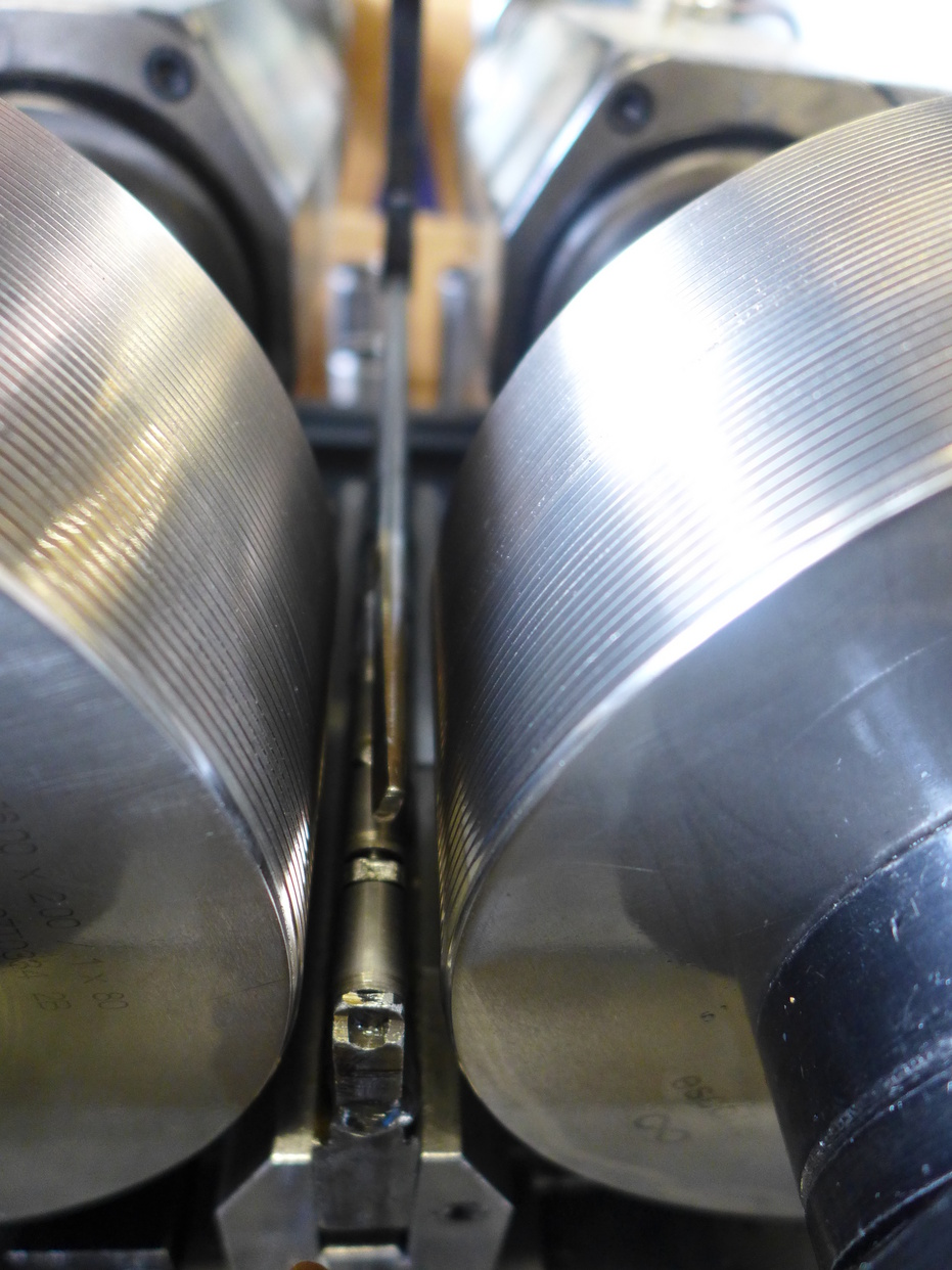 cold thread rolling process on a shaft